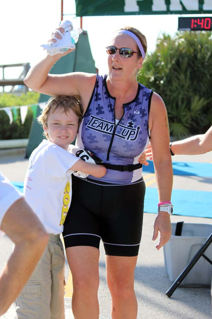 Cynthia-Falardeau at the finish with her son
